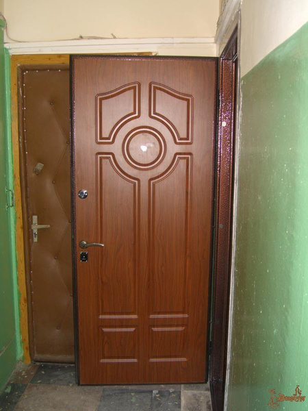 установить металлическую дверь в квартире москва